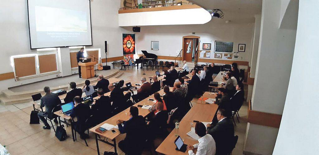 Vedenie chystá likvidačné kroky: zbory, ktoré nezaplatia, budú zrušené