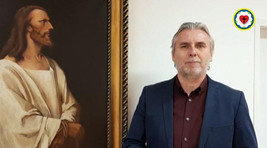 Biskup Eľko chce peniaze vytiahnuť z peňaženiek veriacich evanjelikov