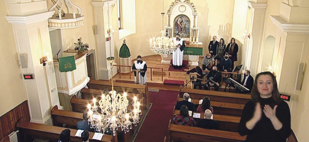 Verejnosť pohoršili televízne služby Božie. Účasť v kostole podľa nej ďaleko prekračovala platné nariadenia