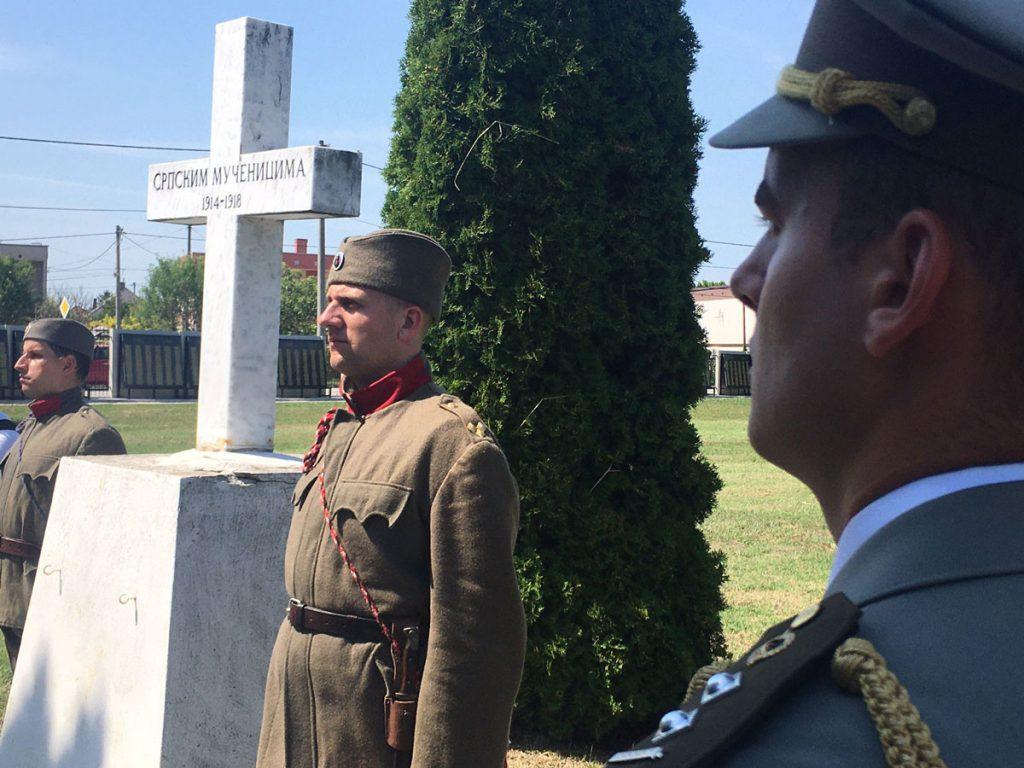 Čestná stráž počas kladenia vencov v rámci vysadenia 18. stromu pokoja vo Veľkom Mederi